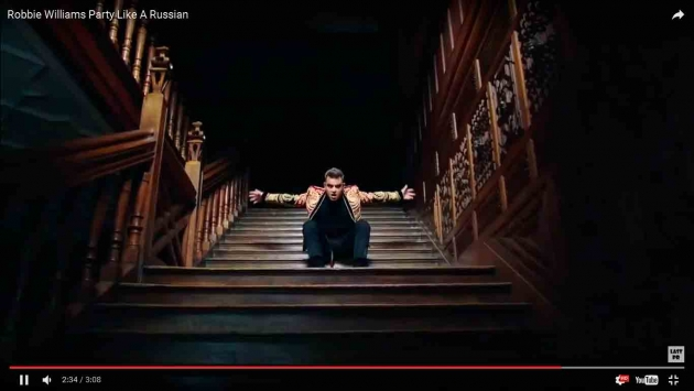 Британский певец Роби Уильмс выпустил песню и клип про ...: https://regnum.ru/news/cultura/2187293.html