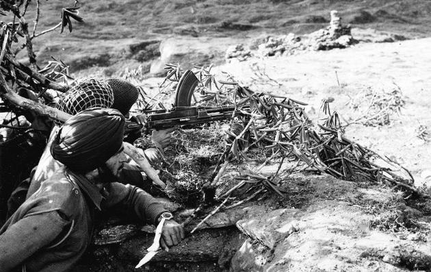 Индийские солдаты во время конфликта с Китаем