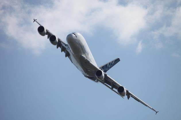 Самый большой в мире самолёт возобновил перелёты из Дубая в Москву