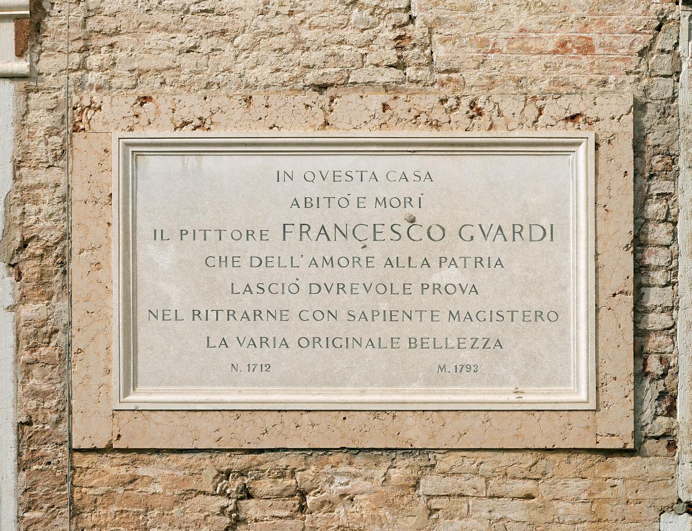 Мемориальная доска на фасаде дома Франческо Гварди в Каннареджо, Венеция