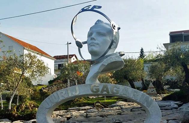В Черногории осквернили памятник Юрию Гагарину