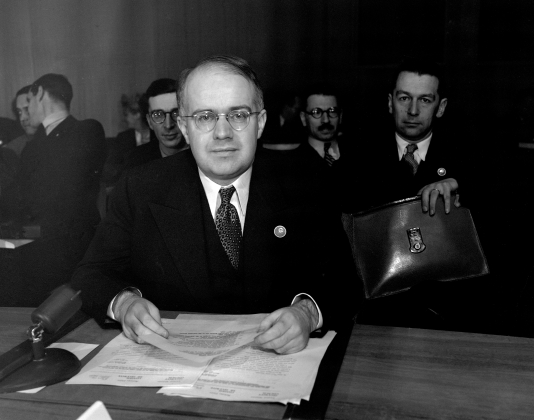 Д-р Оскар Ланге (Польша), в своем кресле в зале Совета. 3 апреля 1946 г