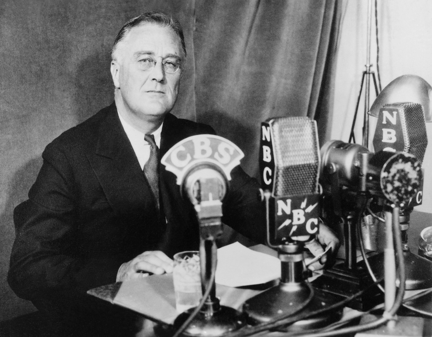roosevelt chat Full text and audio mp3 of franklin delano roosevelt speech - first fireside chat.