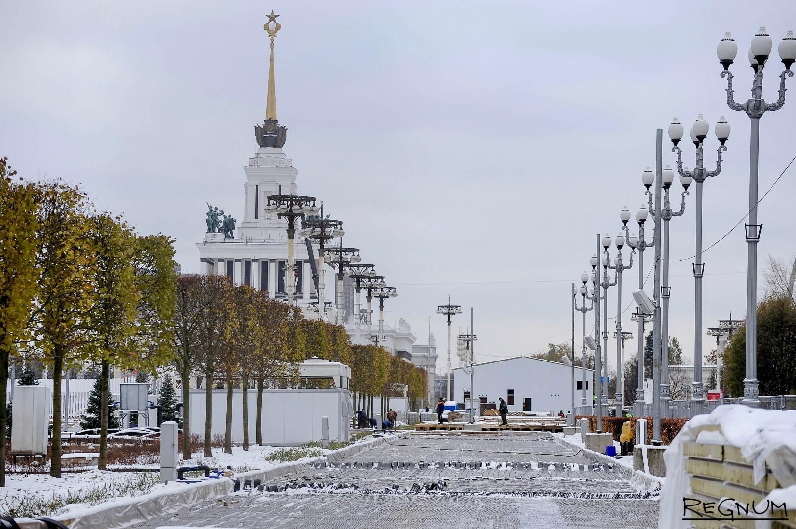 Монтаж главного катка на ВДНХ