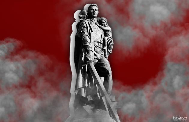 Советский воин-освободитель в памятнике-ансамбле воинам Красной Армии, павшим в боях с фашизмом. Скульптор Е.В. Вучетич. 1946-49 гг. Трептов-парк, Берлин
