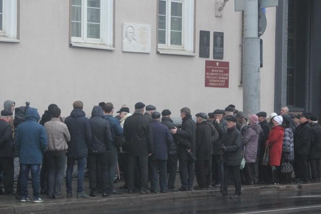 Участники торжественного митинга памяти Василия Чернышёва