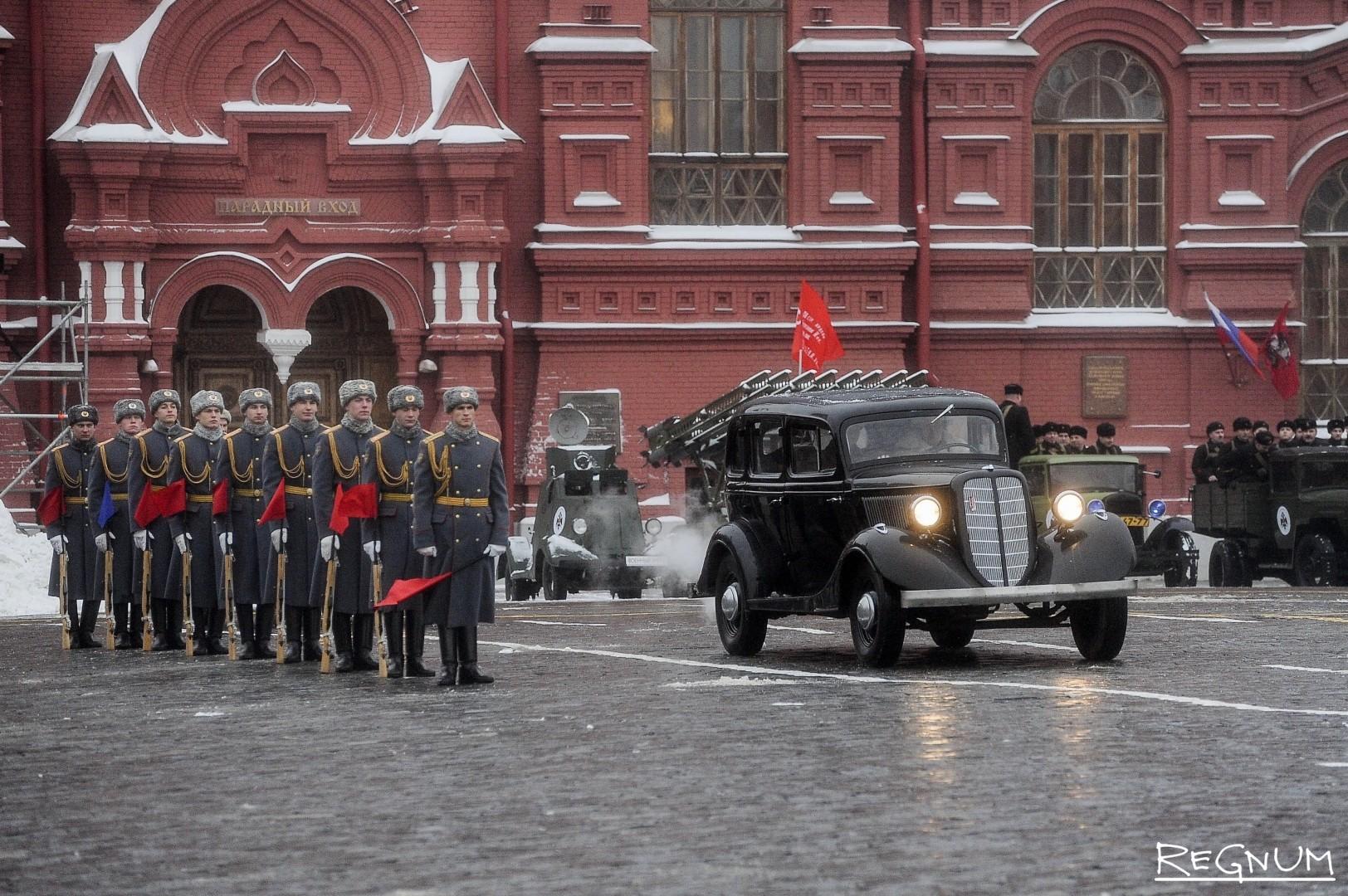 Торжественный марш в честь 75-летия военного парада 1941 года на Красной площади