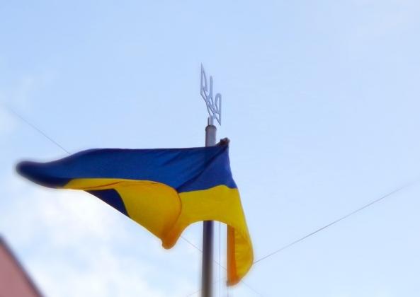 Украина отреагировала на сожжение флага Украины в Варшаве