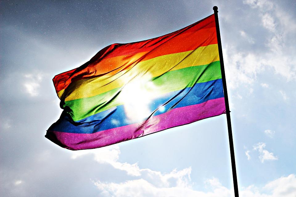 картинки радужного флага должен быть расположен