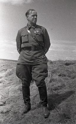 Командующий 1-й армейской группой советских войск в МНР комкор Георгий Константинович Жуков (1896—1974) на Халхин-Голе.  1939