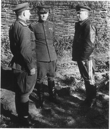 Курская битва, лето 1943-го. В центре генерал Конев, справа маршал Жуков