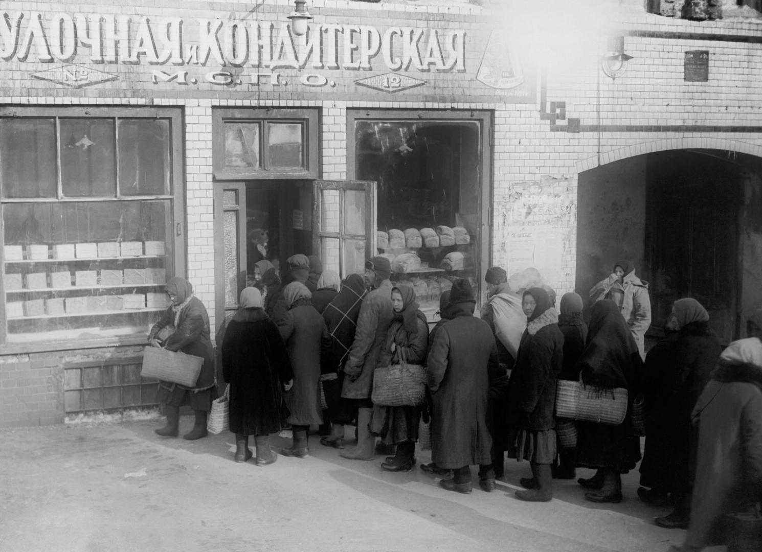Очередь за хлебом в Москве. 1929