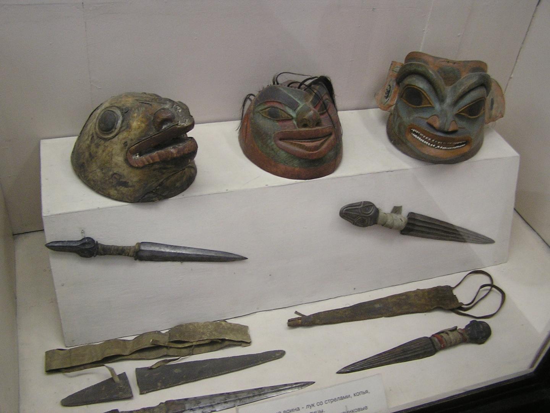 Шлемы и ножи с Аляски
