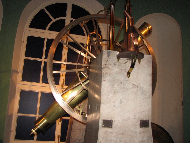 Меридианный круг (телескоп для точного определения координат небесных светил)
