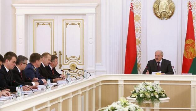 Лукашенко: Казахстан и Россия едва контролируют границы, а Данкверт «гадит»