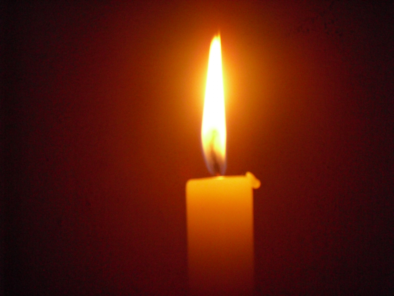 Свеча горит фото