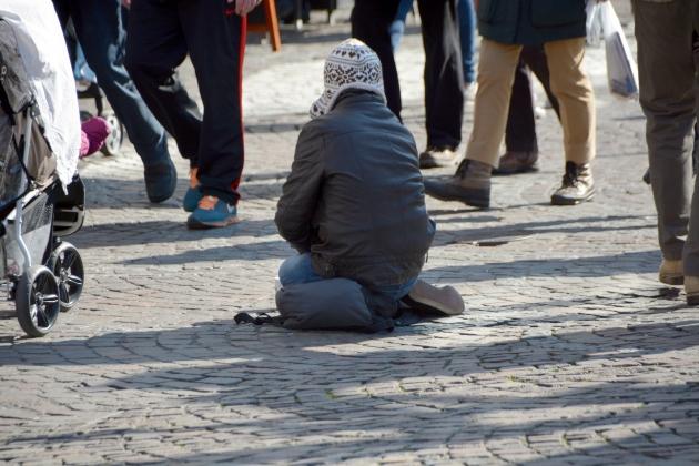 Жительница Курской области заставляет 6-летнюю дочь попрошайничать на улице