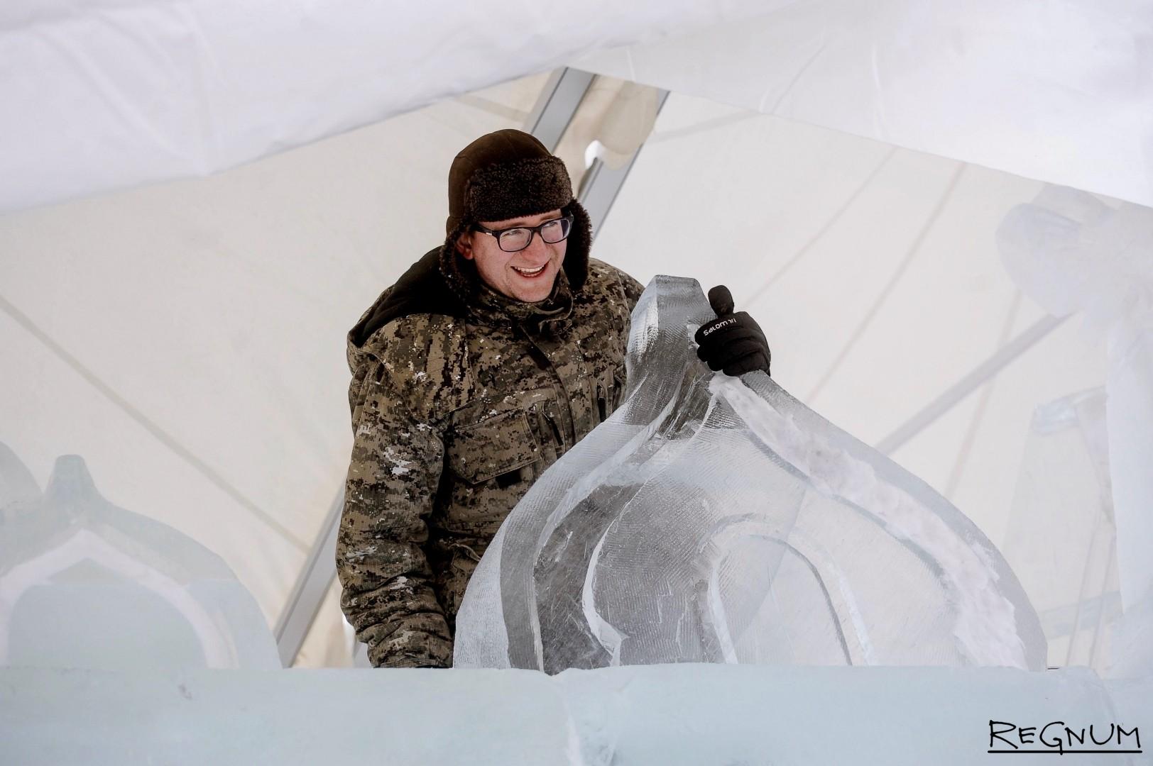 Подготовка ледовых скульптур для фестиваля «Ледовая Москва. В кругу семьи» на Поклонной горе
