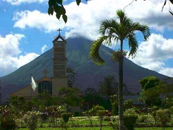 Новый год в Коста-Рике: тринадцатая зарплата  и «хо-хо-хо» Сан-Николаса