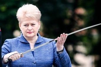 Президент Литвы Даля Грибаускайте с мечом