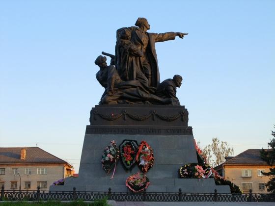 Памятник генерал-лейтенанту М. Г. Ефремову в Вязьме Смоленской области. 1946