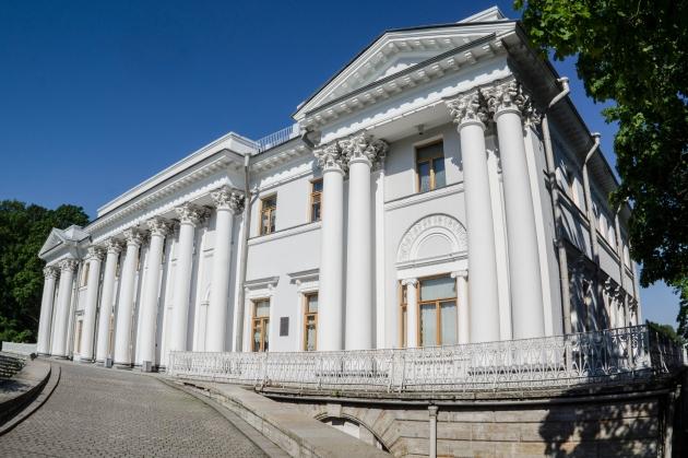 Главный фасад Елагина дворца