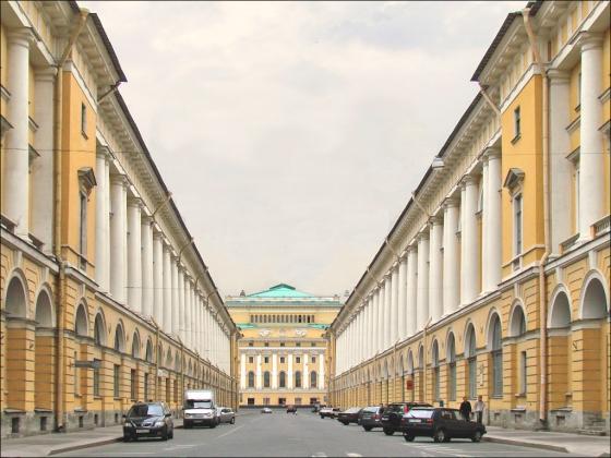 Улица Зодчего Росси со стороны площади Ломоносова