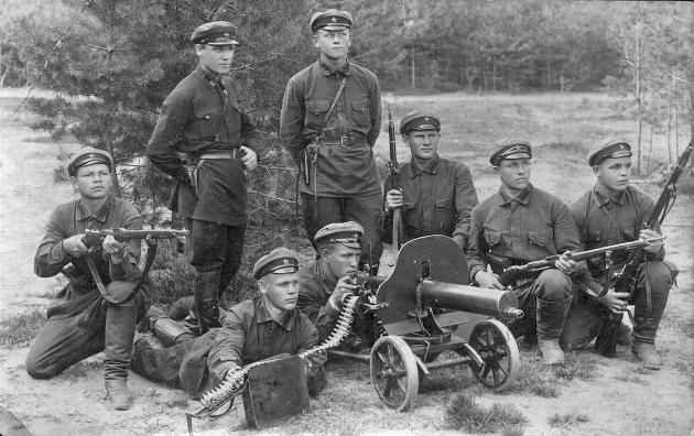 Красноармейцы с пулемётом Максима