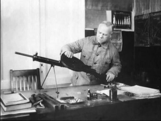 Дегтярёв с пулемётом ДП