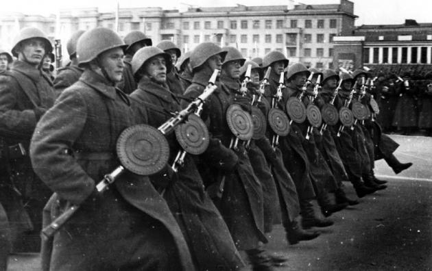 Пулемётчики на параде