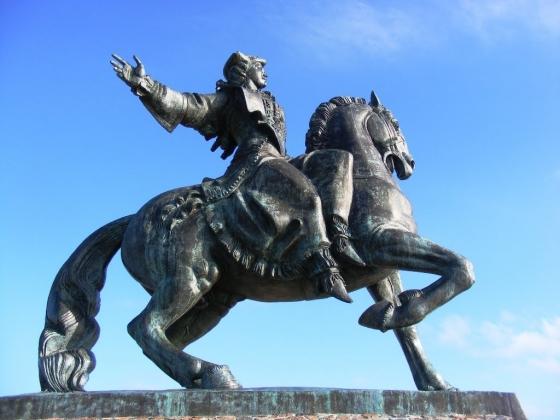 Конный памятник императрице Елизавете Петровне в Балтийске