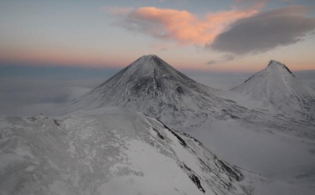 Шлейф от выброса вулкана Ключевской на Камчатке растянулся на 30 км