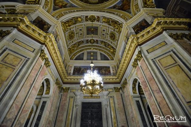 Исаакиевский собор в привычном освещении