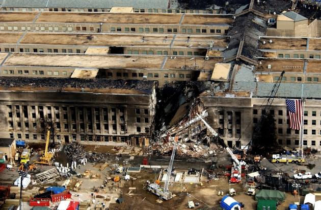 Здание Пентагона после теракта 11 сентября 2001 года