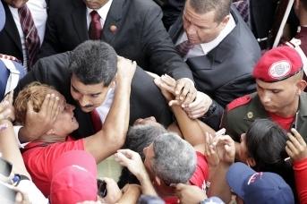 Поцелуй Николаса Мадуро