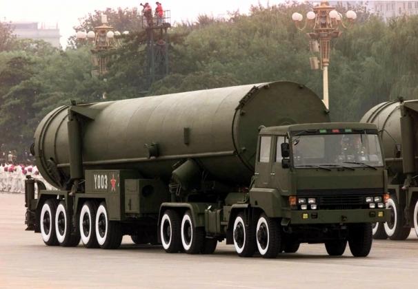 Китай размещает межконтинентальные ракеты у границ России