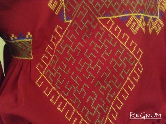 Фрагмент одного из национальных нарядов народа, проживающего на Алтае