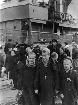 У парохода на Ладоге, 1942