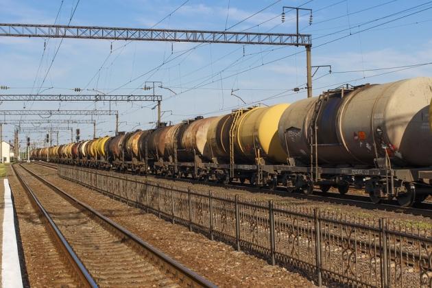 Поезд с нефтепродуктами