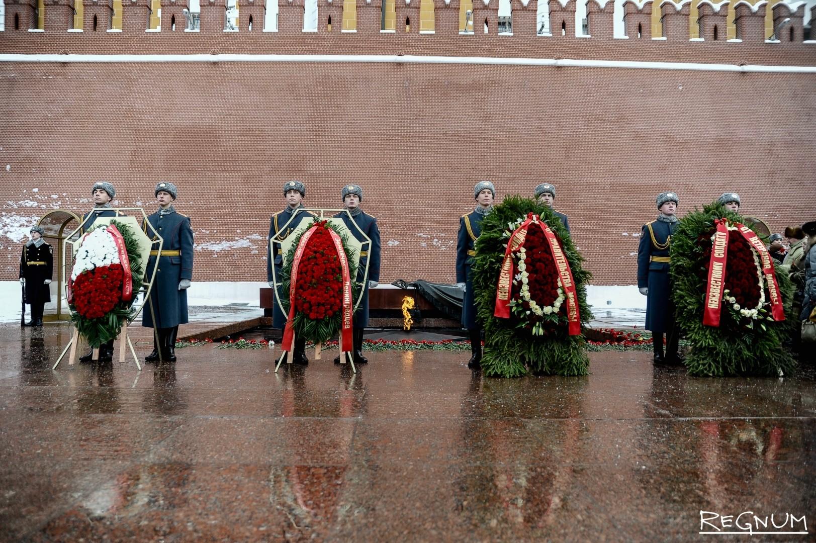 Церемония возложения цветов к Могиле Неизвестного Солдата