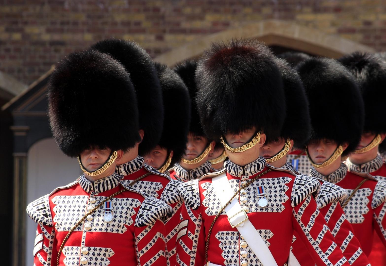 Солдаты Королевской гвардии Великобритании
