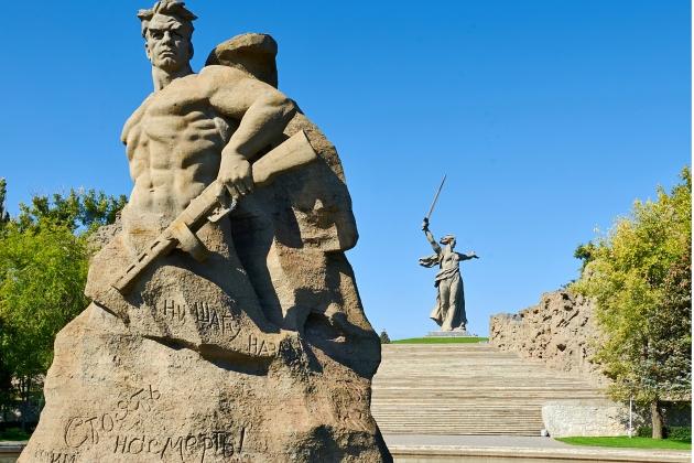 Площадь «Стоять насмерть» памятника-ансамбля «Героям Сталинградской битвы» на Мамаевом кургане в Волгограде