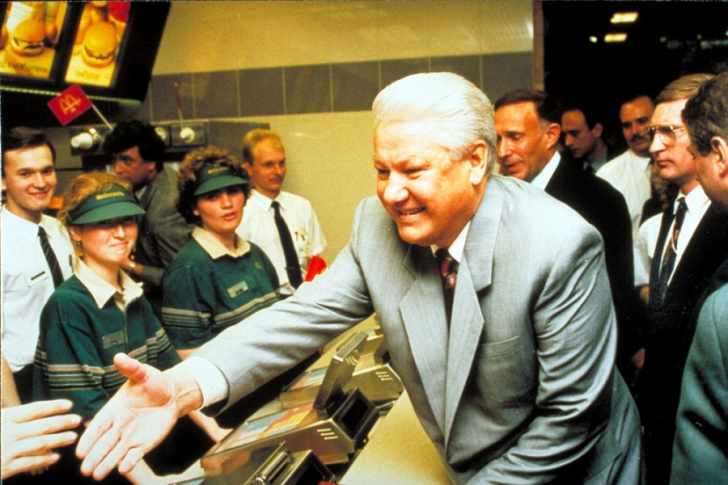 Борис Ельцин в «Макдоналдсе»