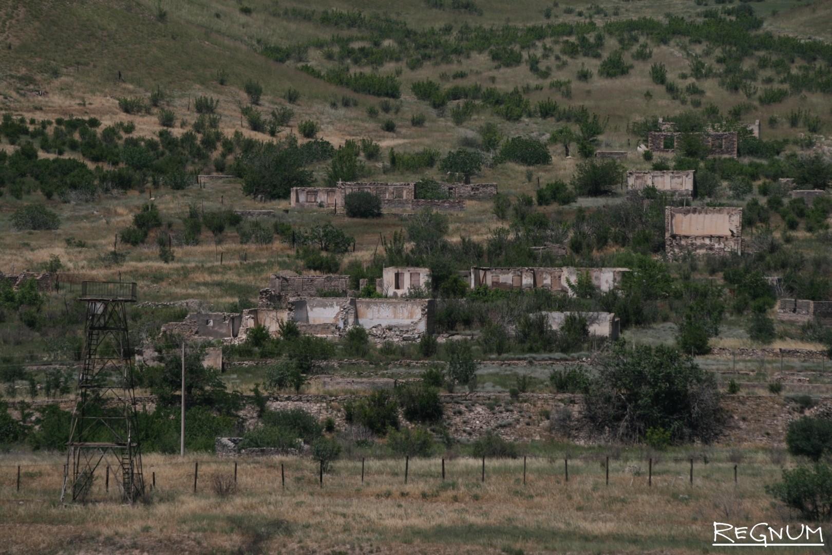 Граница непризнанной Нагорно-Карабахской республики с Ираном. После распада СССР и войны с Азербайджаном во многих местах она выглядит именно так