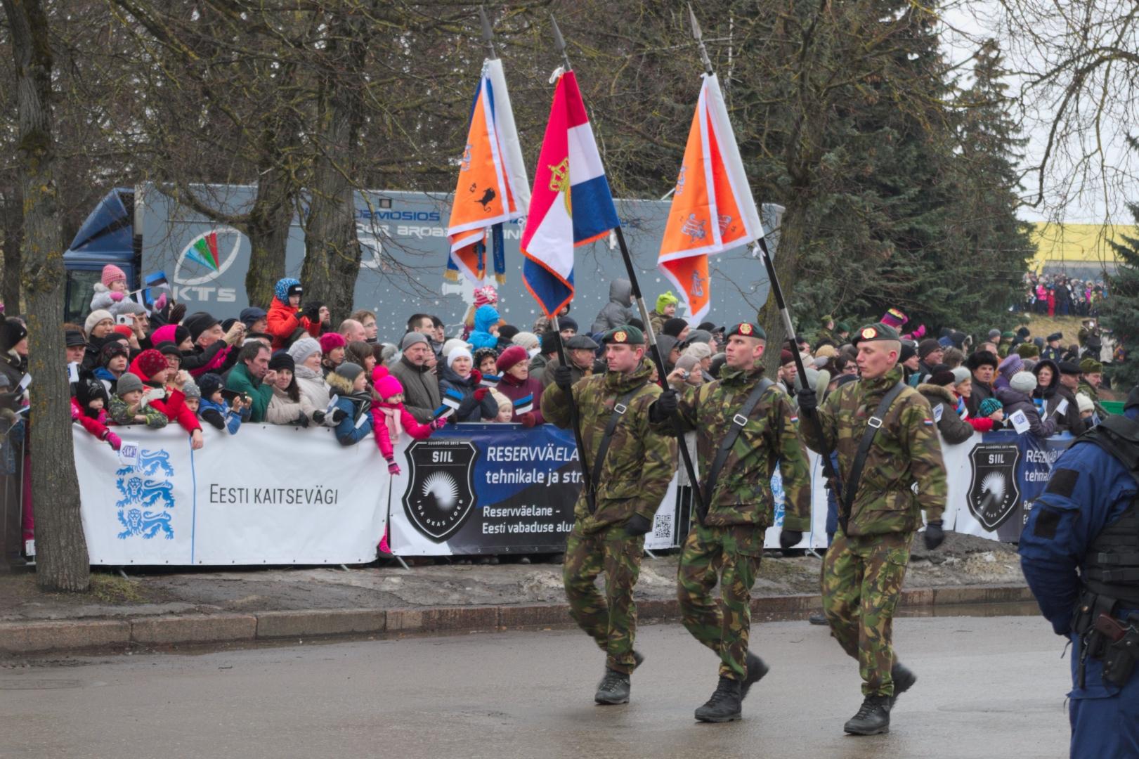 День независимости Эстонии, военный парад — дрожь