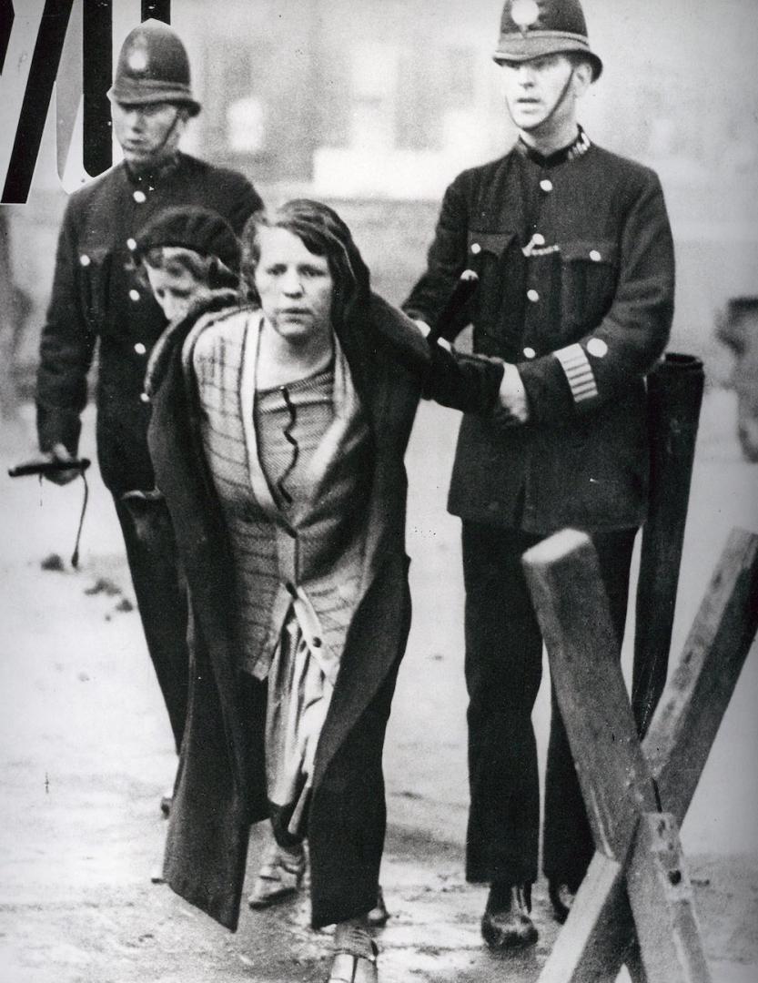 Арест участницы демонстрации суфражеток в Лондоне. 1914 год