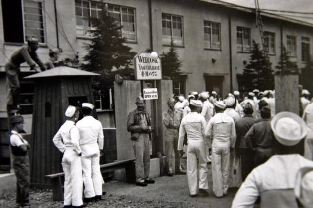 Американские солдаты в официальном японском публичном доме