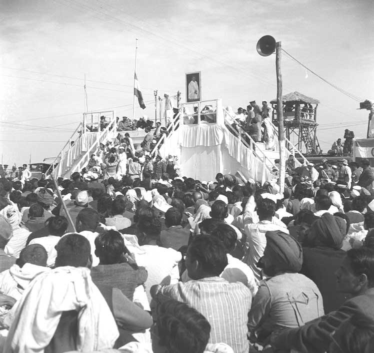 Митинг в Аллахабаде по случаю смерти Ганди