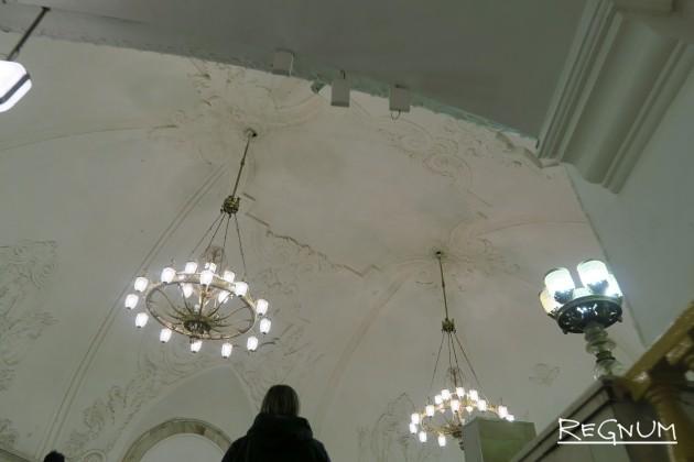 Георгий Мотовилов. Наземный вестибюль — восьмиугольный с большим куполом. Станция метро «Комсомольская Кольцевая»