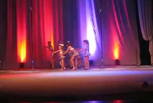Взрослый танец маленьких актрис